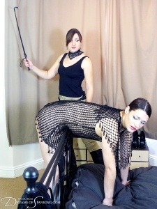 Dreams-of-Spanking_knees052
